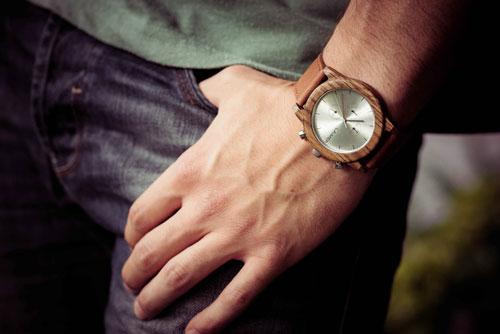 Montre-bracelet en bois